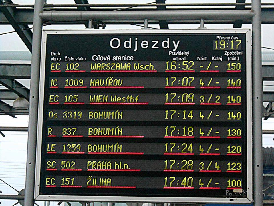 Ostrava Svinov 26.5.2014 - provoz mezi Studénkou a Ostravou je kvůli výpadku zabezpečovacího zařízení zastaven. / foto: © Michal Berka