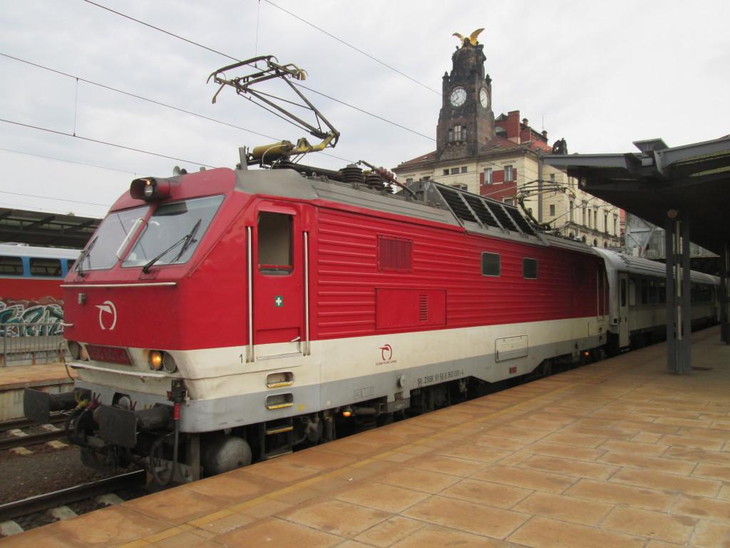 Zpožděný vlak EC 272 Avala ve stanici Praha hl.n. 12.8.2014 - foto © www.martinvlaky.cz